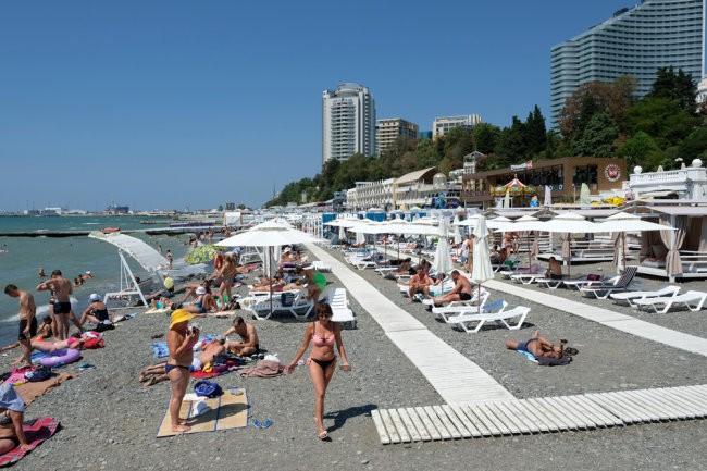 Названы самые популярные курорты России для отдыха в августе