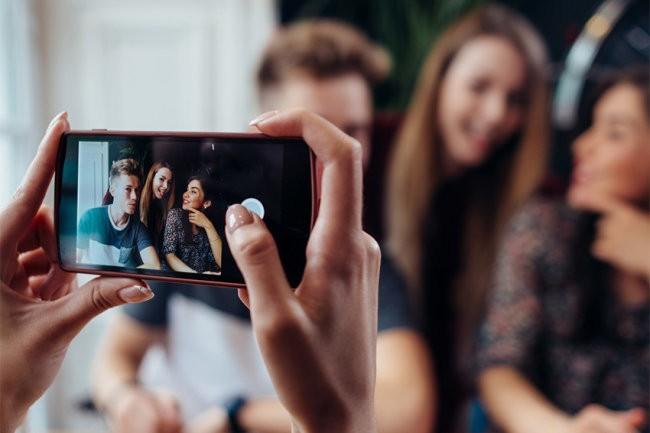 """Из смартфонов OnePlus уберут возможность """"видеть сквозь одежду"""""""