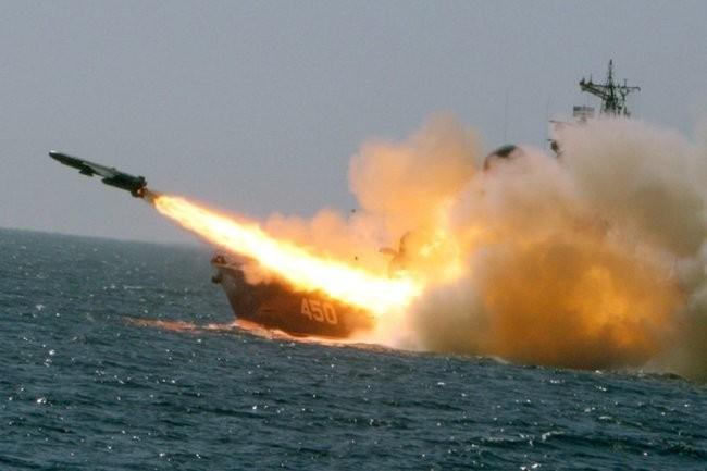 """На Камчатке малые ракетные корабли уничтожили """"противника"""" артогнем"""