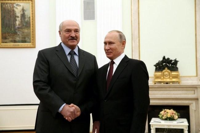 Лукашенко поздравил Путина с Днем единения народов Беларуси и России