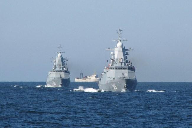 Более 20 кораблей Балтфлота вышли на учебный морской бой