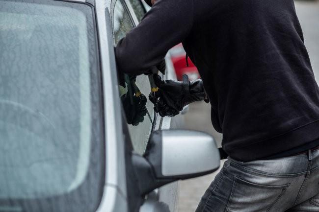 Выплатят ли страховку, если машину угнали с ключами и документами