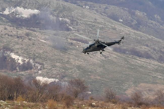 """Видео: российские """"летающие танки"""" показали боевую мощь в Сербии"""