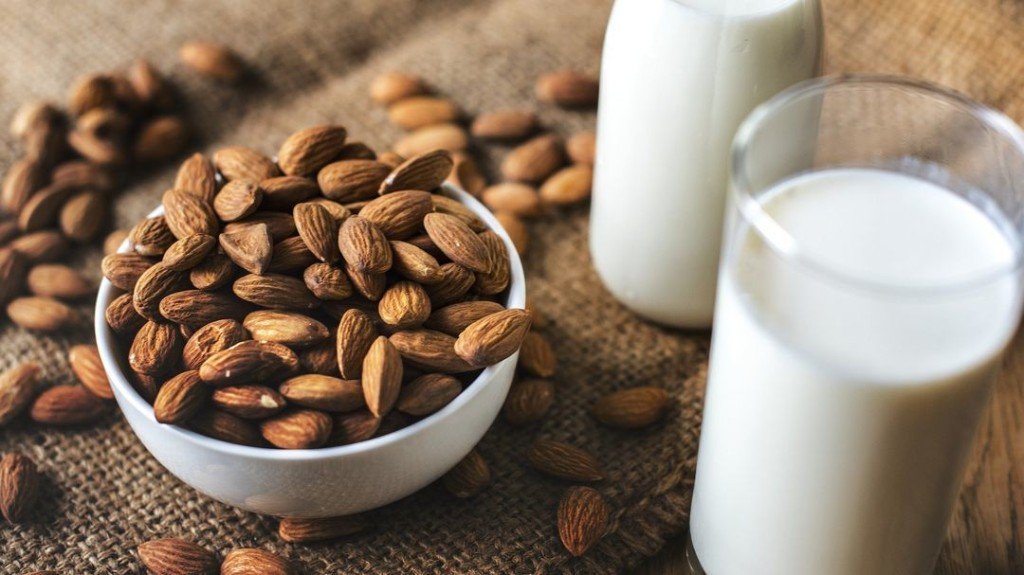 Mandel, Hafer, Reis oder Soja – welche Milchalternative passt wann?