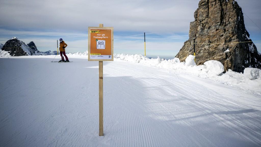 Streit ums Skifahren: Was gilt in den Alpenländern?