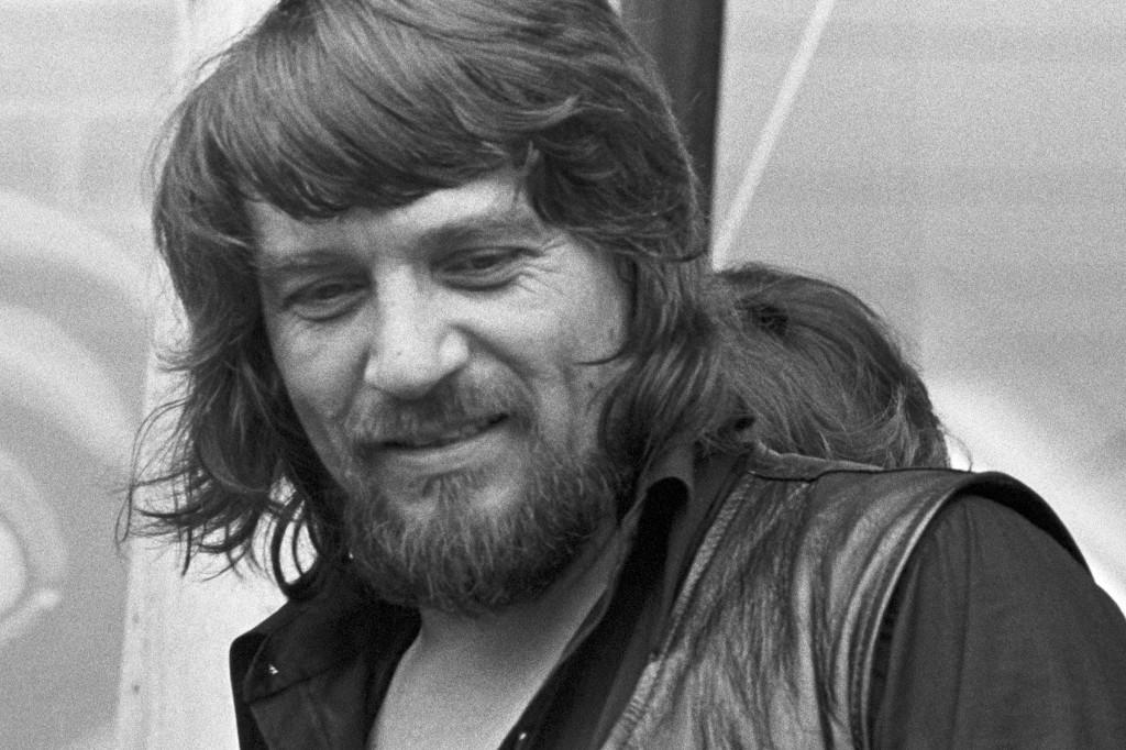 Flashback: Waylon Jennings and Willie Nelson Make Music History