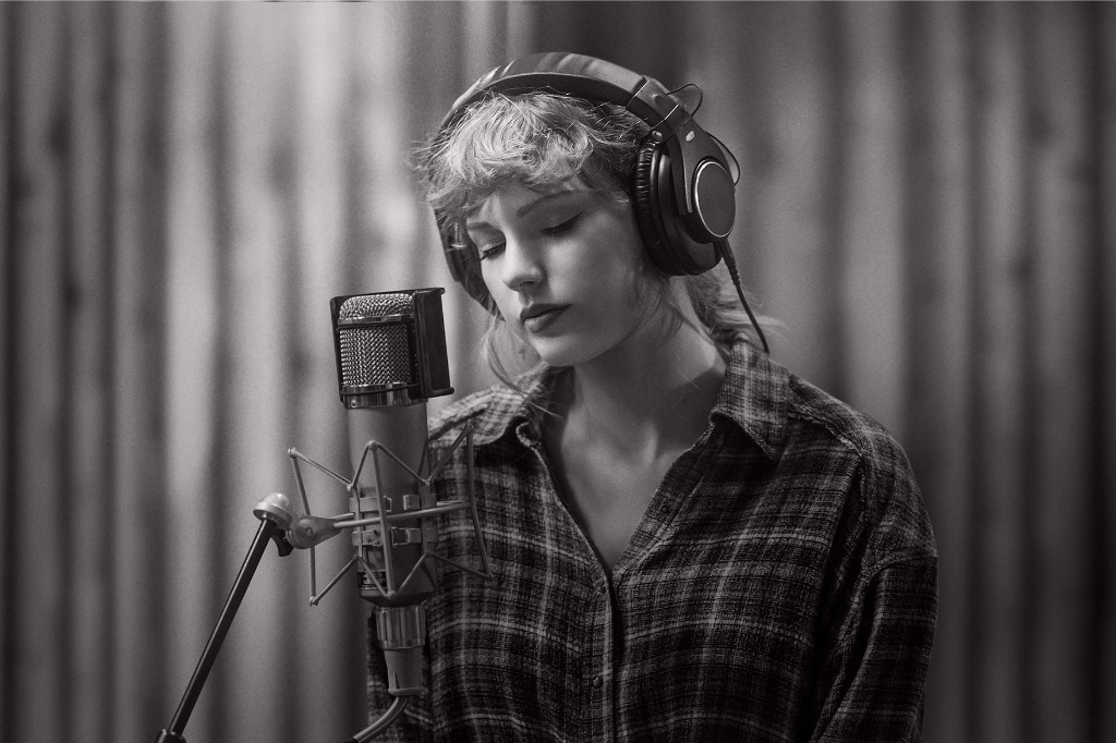 The Thanksgiving Miracle of Taylor Swift's Acoustic 'Folklore' Session