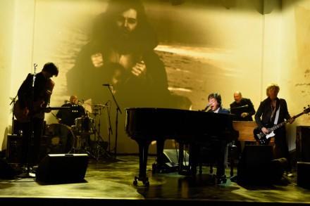 Paul McCartney, Miley Cyrus, Paul Simon Captivate at 'SNL 40'