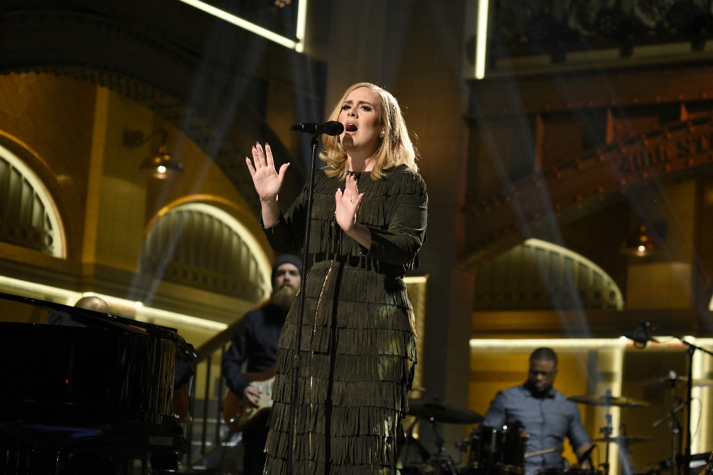 Adele's '25' Sells Over Three Million Copies in First Week