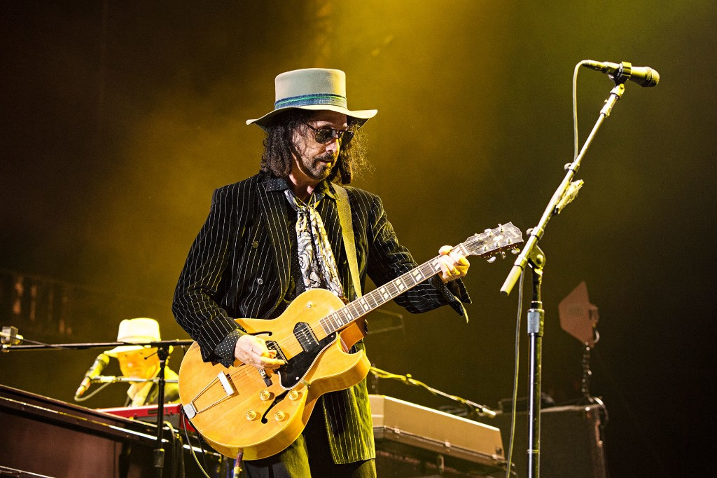 Watch Mike Campbell Play 'Swampy' Version of 'Stop Draggin' My Heart Around'