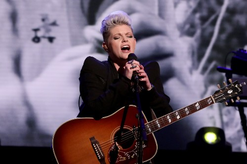 Dixie Chicks Sing 'Gaslighter,' Play 'Who Would You Rather?' on 'Ellen'