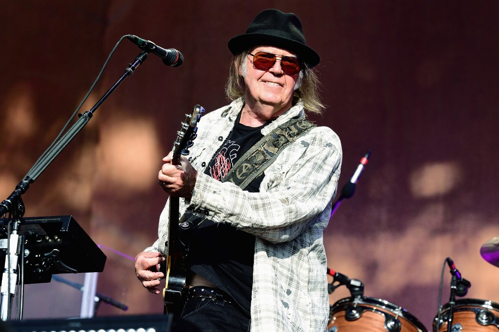 Hear Neil Young's Anti-Trump Song 'Lookin' For a Leader 2020′