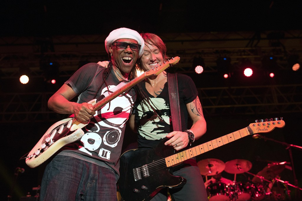 Keith Urban, Nile Rodgers Mix Banjo With Beats on 'Out the Cage'