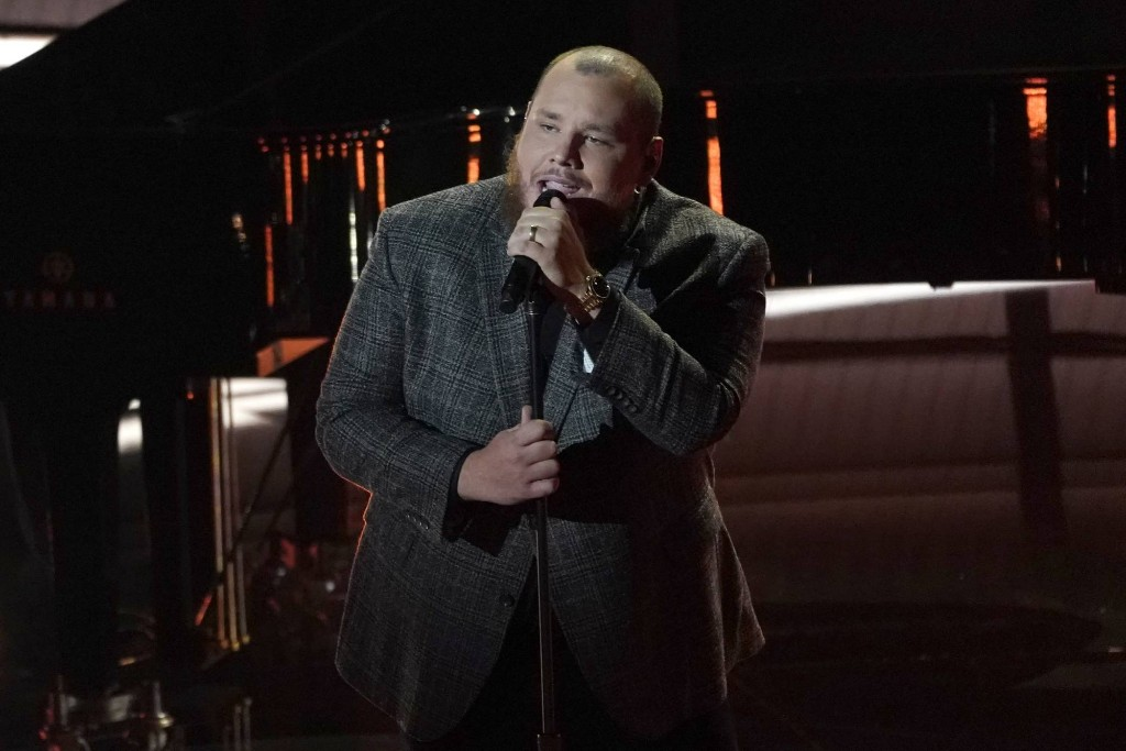 Watch Luke Combs Sing Piano Ballad 'Better Together' at Billboard Music Awards
