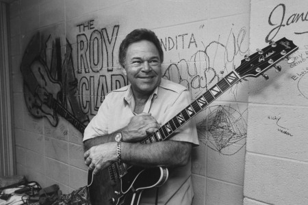 Roy Clark, Country Guitarist and 'Hee Haw' Host, Dead at 85