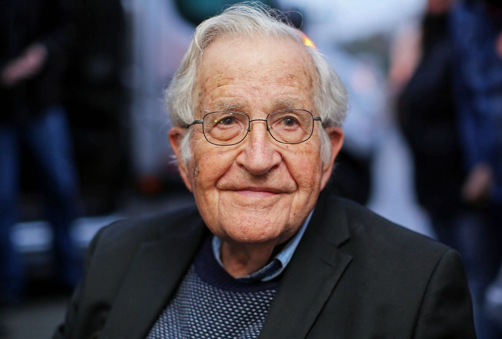 "Noam Chomsky: ""If you don't push the lever for the Democrats, you are assisting Trump"""