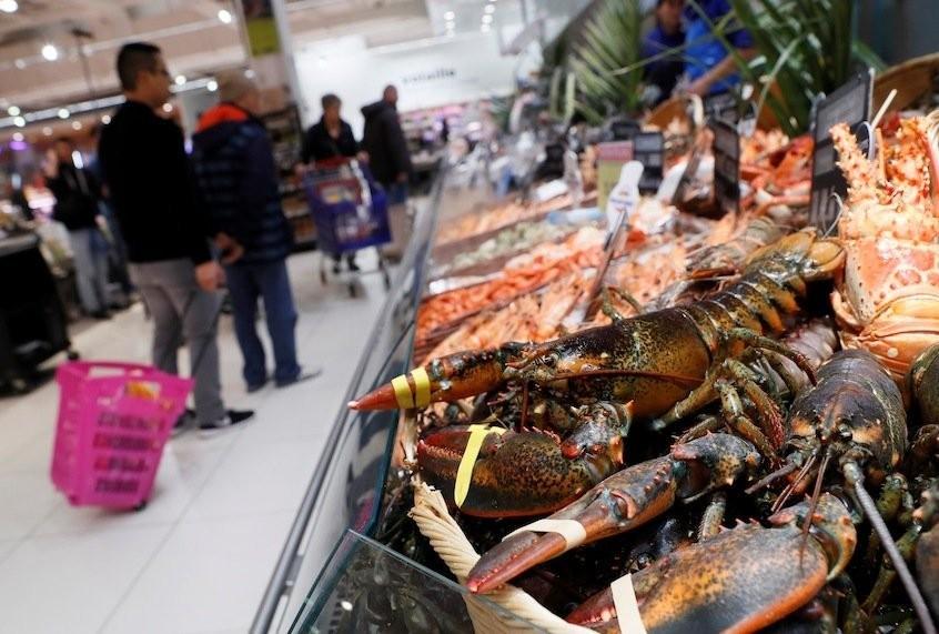 As retail giants enjoy soaring profits, workers demand hazard pay amid soaring pandemic