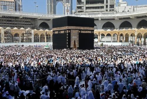 Coronavirus fears put a halt to the Muslim pilgrimage of umrah — but not yet the hajj
