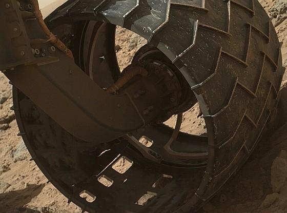 Mars Curiosity Rover becomes a Lego set, while real rover wheels suffer damage