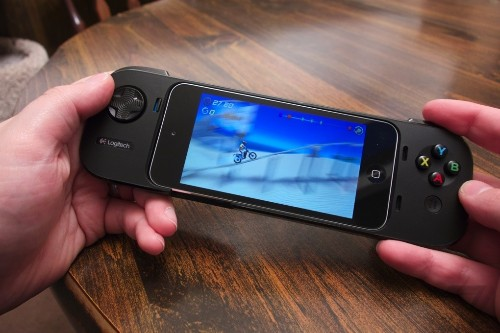 The first iOS 7 game controllers: Logitech PowerShell and Moga Ace Power review