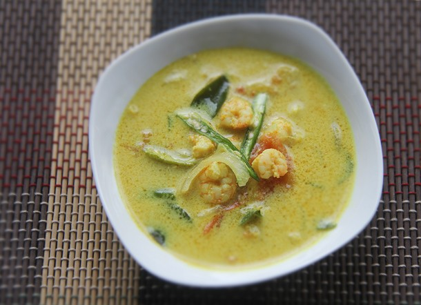 Kerala Shrimp Moilee (Curried Shrimp and Coconut Soup) Recipe