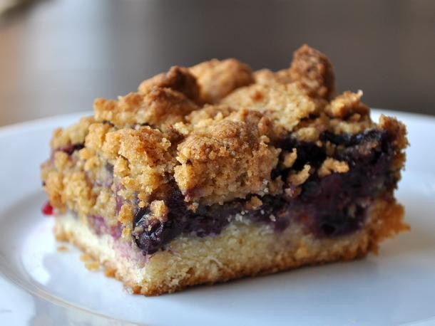 Golden and Crisp Blueberry Crumble Bars Recipe