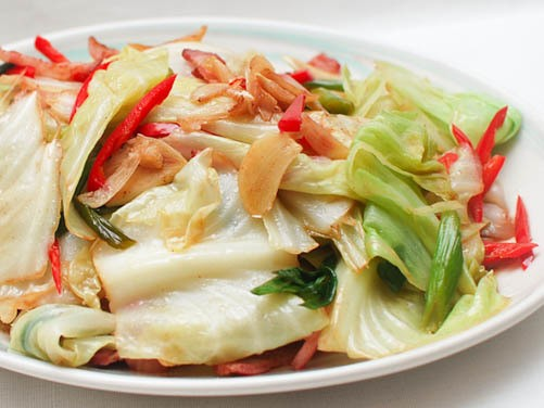 Chinese Aromatics 101: Spicy and Sour Stir-Fried Cabbage With Bacon