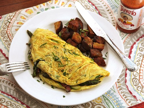Diner-Style Asparagus, Bacon, and Gruyère Omelette for Two Recipe