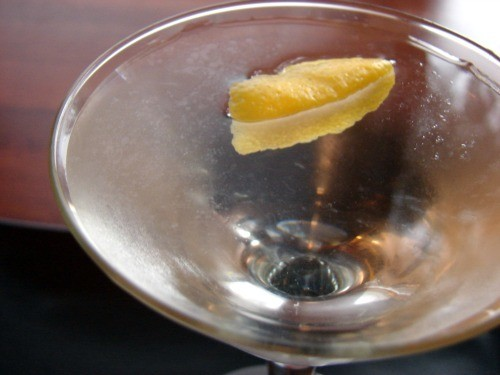 Cocktail 101: How to Garnish with a Citrus Twist
