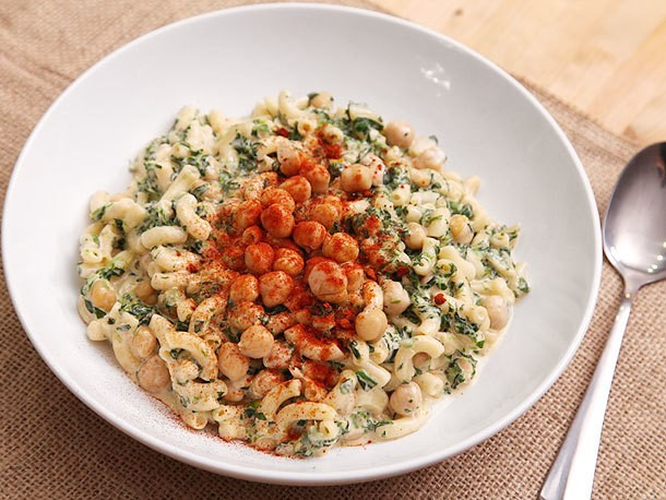 Macaroni and Cheese with Chickpeas and Spinach Recipe