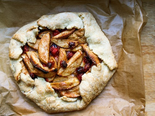 This Rustic Apple-Cranberry Pie Is So Darn Easy it Doesn't Even Need a Pie Plate