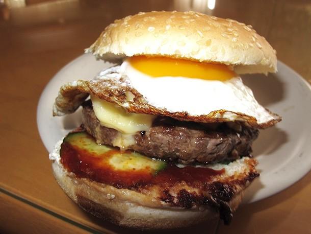 A Hamburger Tuesday: Egg-Topped Burgers and Fun Burger Buns