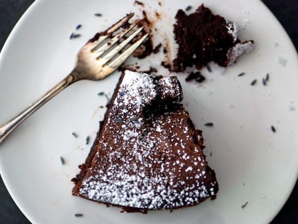 Lavender-Earl Grey Flourless Chocolate Cake Recipe