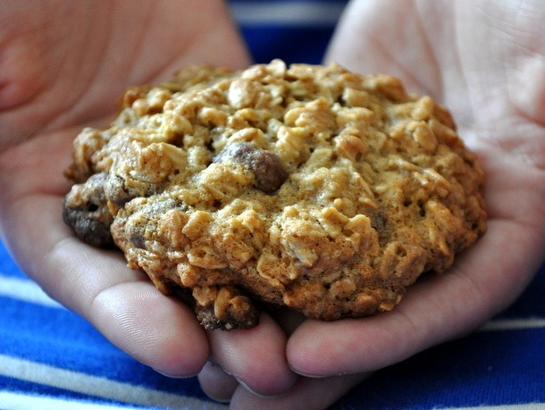 Oatmeal Cookies with Chocolate Covered Cranberries Recipe