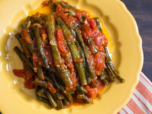 Easiest Summer Ever: Braised Long Beans With Tomatoes and Garlic