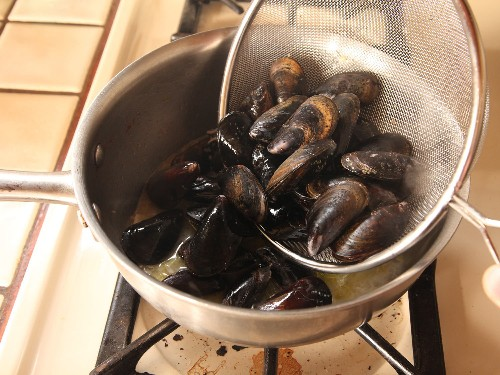 How to Clean and Debeard Mussels