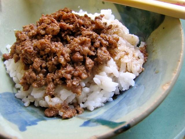 Taiwan Eats: Taiwanese Meat Sauce With Rice (Lu Rou Fan)