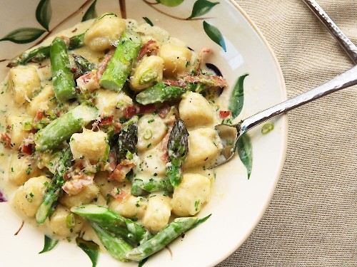 10-Minute Fresh Ricotta Gnocchi Get a Spring Makeover With Asparagus and Prosciutto