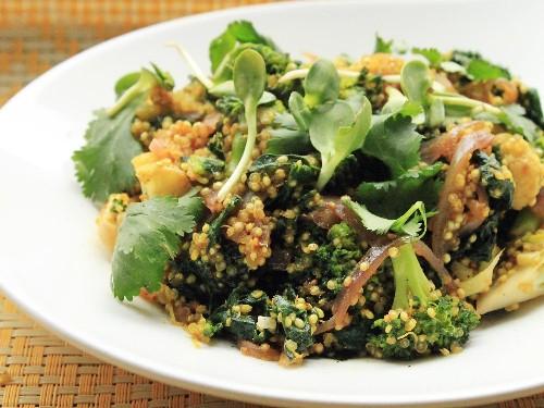 Vegan Quinoa, Broccoli, and Kale Curry Recipe
