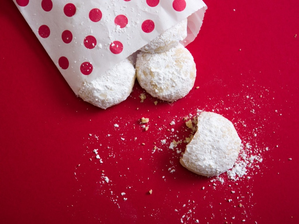 Gallery: Step-by-Step: The Secret to Perfect Snowball Cookies Is Double-Dipping