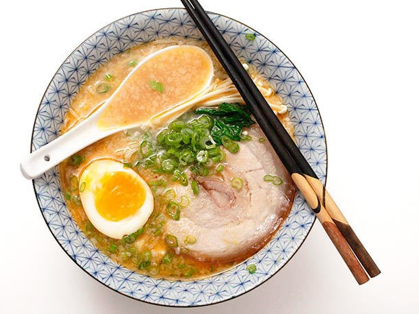 The Food Lab: How to Make Tonkotsu Ramen Broth at Home