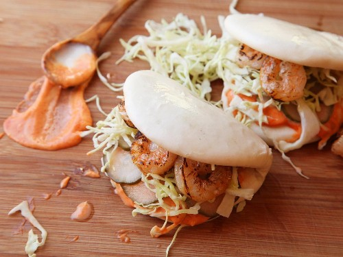 Steamed Buns With Grilled Shrimp and Sriracha Mayonnaise Recipe