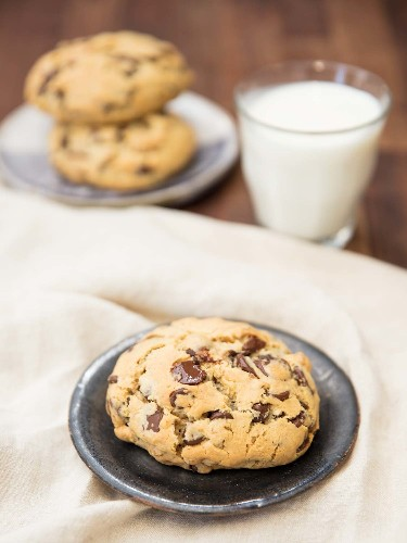 How to Make Thick Chocolate Chip Cookies, à la Levain