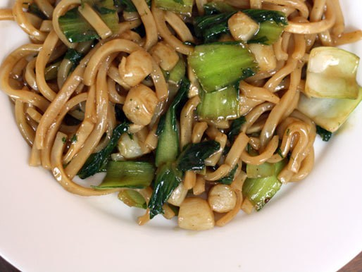 Dinner Tonight: Udon Noodles with Bay Scallops and Baby Bok Choy