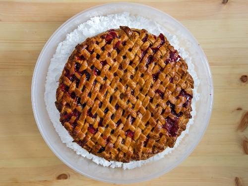 How to Combat Soggy Pie Crusts With Epsom Salt