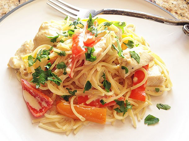 Spaghetti With Chicken and Bell Pepper in Sherry Lemon-Cream Sauce Recipe