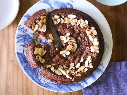Easy, Light, and Tender Honey-Vanilla Almond Cake Recipe