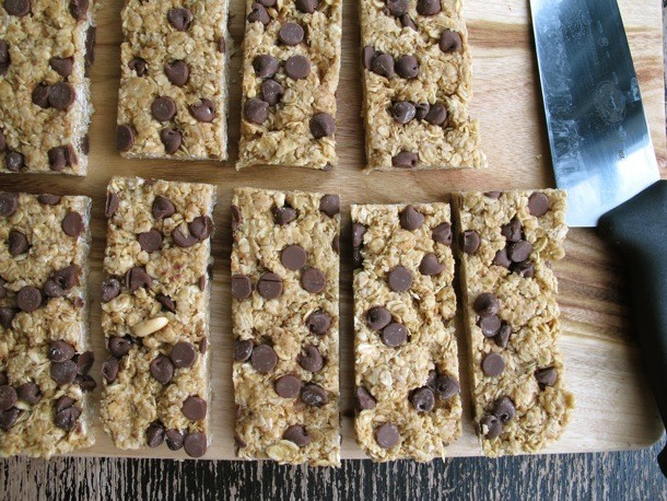 No-Bake Super-Chewy Chocolate Chip Peanut Butter Oat Bars Recipe
