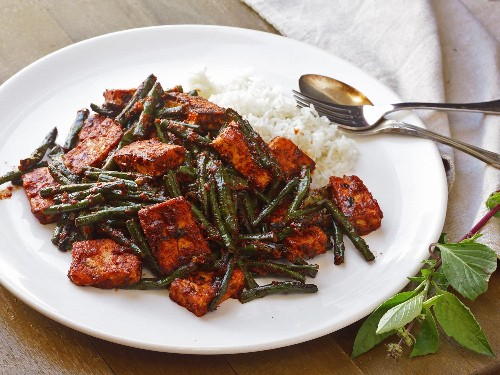 Phat Phrik Khing With Tofu and Long Beans (Thai Dry-Curry Stir-Fry) Recipe