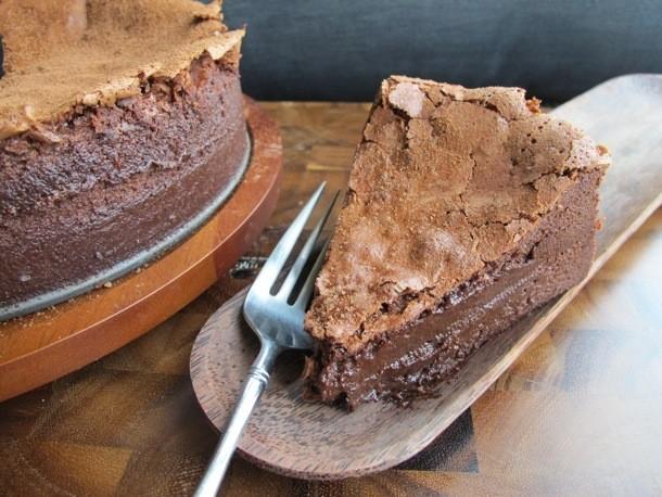 Chocoholic: Baked Chocolate Mousse Cake